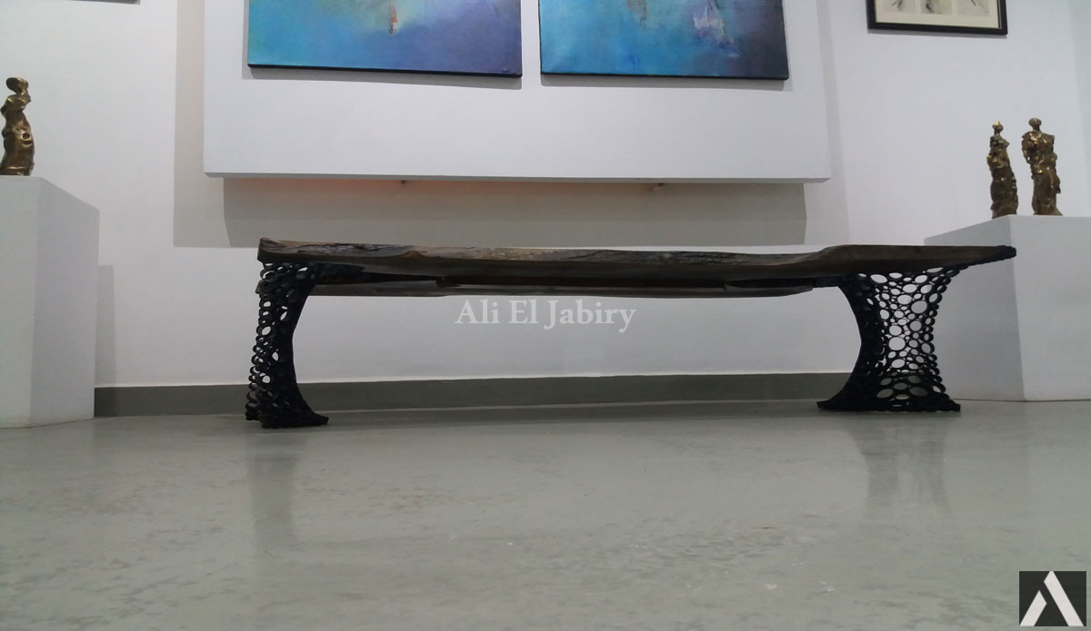 Majestic table in solid wood and cut iron tubes